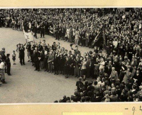 joodse overlevenden tijdens bevrijdingsdefile 1945